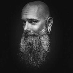 Wow, was für ein langer Bart. @livedrummer_leo trägt dieses Prachtexemplar…