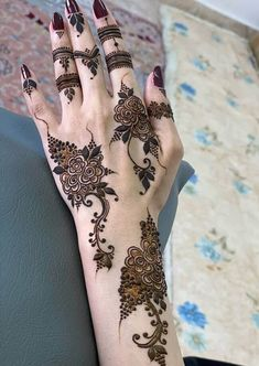 50 Most beautiful Chandigarh Mehndi Design (Chandigarh Henna Design) that you can apply on your Beautiful Hands and Body in daily life. Pretty Henna Designs, Modern Henna Designs, Indian Henna Designs, Latest Henna Designs, Henna Tattoo Designs Simple, Finger Henna Designs, Mehndi Designs Book, Mehndi Designs For Girls, Wedding Mehndi Designs