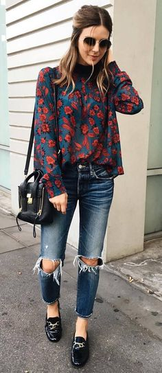 beautiful outfit: floral blouse + bag + ripped jeans