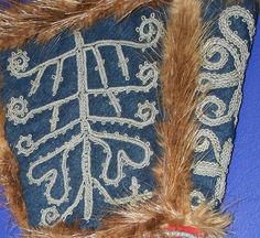 Sami mitten embroidery