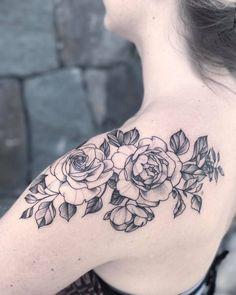 flower, rose, shoulder tattoo, tattoo for women #flowershouldertattoos #flowertattoos #tattoos