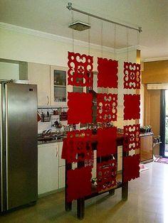 Divisor en Acrilico Rojo   estilo Marroqui combinado con liso