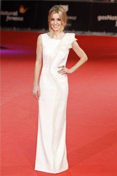 Premios Feroz 2014, Alexandra Jimenez con vestido blanco