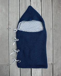 Découvrez ce nouveau tutoriel pour tricoter un nid d'ange indigo et bleu ciel.