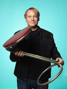 Björn Wallentin älskar gamla saker, dagens inköp blev en pall märkt Curla Company.