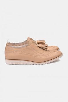 Zapatos para Mujer Nude Basic Stuka. Los mejores amigos de todas las chicas, siempre listos para completar nuestros outfits sea invierno o sea verano; estamos hablando claro de los zapatos de mujer. Adorna tus piernas y todos tus looks con increíbles zapatos de mujer que reflejen tu estilo y acompañen tu ropa y que incluso sean el centro de atención. Encuentra los modelos más increíbles de zapatos de mujer en Fashoop visitando https://www.fashoop.com/mujer/zapatos-de-mujer.html