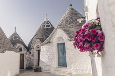 Alberobello - Les Pouilles, Italie Lecce, Puglia Italy, World Pictures, Wonderful Picture, Travel Goals, Italy Travel, Barcelona Cathedral, Travel Inspiration, Tours