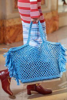 Altuzarra | Accessorio del giorno Primavera Estate 2020 | Vogue Italia Moda Crochet, Crochet Top, Fashion 2020, Fashion Show, Fashion Trends, Best Celebrity Halloween Costumes, Summer Bags, Knitted Bags, Crochet Bags