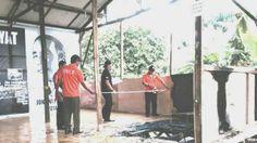 """The Royal Indonesia TV Online: Hatta Rajasa : """" Pembakaran Posko Relawan Jokowi -... Seperti diberitakan, Posko relawan Jokowi - JK yang terbakar dini hari tadi bernama Pondok Komunikasi Rakyat (POKRA). Api berhasil dipadamkan dengan cepat sehingga tidak sampai menimbulkan korban jiwa. Meski demikian, data relawan Jokowi - JK yang tercatat di posko itu hangus tak bersisa."""