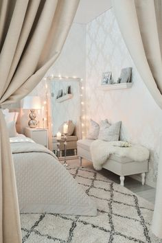 bedroom is picture perfect 💗😍 Dream Rooms, Dream Bedroom, Home Bedroom, Bedroom Decor, My New Room, My Room, Cute Room Decor, House Rooms, Room Inspiration