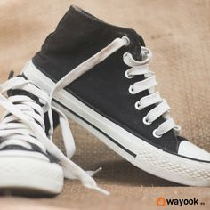 Viste de forma casual sin ninguna mancha y conoce como limpiar zapatillas de tela de manera sencilla. Te presentamos los consejos de limpieza para tener unas zapatillas siempre como nuevas. #Wayook #consejos #trucos #limpieza #zapatos #zapatillas #tela #vans #converse #limpiar