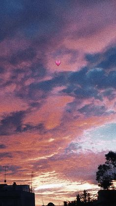 The fantastic sky represents the possibility of achieving your dreams ^^ - Hintergrund 2019 Mood Wallpaper, Aesthetic Pastel Wallpaper, Screen Wallpaper, Wallpapers Tumblr, Tumblr Wallpaper, Iphone Wallpapers, Pretty Sky, Beautiful Sky, Flipagram Instagram