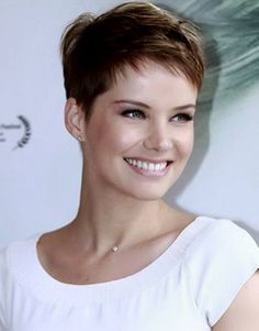 Today we have the most stylish 86 Cute Short Pixie Haircuts. We claim that you have never seen such elegant and eye-catching short hairstyles before. Pixie haircut, of course, offers a lot of options for the hair of the ladies'… Continue Reading → Very Short Haircuts, Cute Hairstyles For Short Hair, Short Hair Cuts For Women, Pixie Hairstyles, Short Cuts, Choppy Haircuts, Punk Pixie Haircut, Cropped Hairstyles, Layered Haircuts