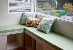 rouge & whimsy: diy banquette seat with Ikea Expedit