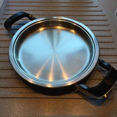 Bratentopf 2,6 Liter mit Spritzschutz-Ring1,5-Liter-TopfGrinddle 20 cmTop gepflegt , NichtraucherhaushaltDies ist ein Privatverkauf, ich gewähre daher kein Umtausch oder Rückgaberecht.
