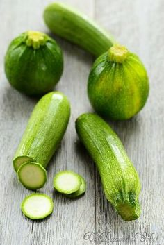 A sun lunch: Thirty recipes with zucchini Zucchini Noodle Recipes, Vegetable Recipes, Vegetarian Recipes, Cooking Recipes, Healthy Recipes, Zucchini Noodles, Lunch Recipes, Vegetable Soup Healthy, Veggie Pasta