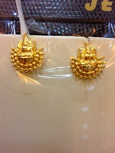 Gold Wedding Jewelry, Gold Jewellery, Gold Earrings Designs, Necklace Designs, Kanjivaram Sarees Silk, Kalam Quotes, Circle Metal Wall Art, Necklace Online, Ear Rings