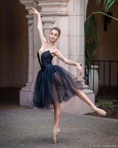 Ballerina Poses, Ballerina Dancing, Ballet Dancers, Ballerinas, Bolshoi Ballet, Dance Photography Poses, Dance Poses, Ballet Dance Photography, Ballet Pictures