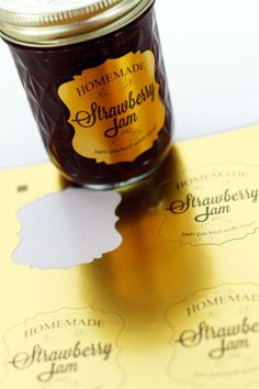 Pomysł na własnoręcznie zdobione etykietki Silhouette! Jam Labels Silhouette printable gold foil Another example. Silhouette Cutter, Silhouette Curio, Silhouette Vinyl, Silhouette Cameo Machine, Silhouette Portrait, Silhouette Design, Silhouette Cameo Tutorials, Silhouette Projects, Canning Labels