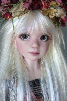 Doll Face Paint, Doll Repaint, Australian Artists, The Wiz, Bjd Dolls, Artist Names, Ball Jointed Dolls, Beautiful Dolls, Frost