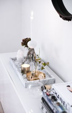 I'm so in love with marble trays at the moment. It's such a tough job to find the perfect one though Interior Styling, Interior Decorating, Bedroom Minimalist, Copper And Marble, Marble Tray, Marble Wood, Diy Zimmer, Vanity Decor, Vanity Tray