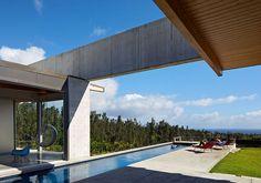 """Casa do Dia: Craig Steely """"Uma viga horizontal de concreto conecta visualmente as duas alas desta  redidência, construída no Hawaí"""" - Arcoweb"""
