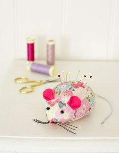 Mouse pin cushion to sew - Make cute toy mice: free patterns - Craft - allaboutyou.com