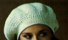 Come si realizza un berretto basco.       Il basco, uno stile classico in ogni stagione.  Occorrente :   150 g di lana pettinata a 4 cap...