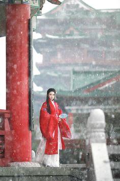 #汉服# 出镜:八段锦 拍摄:@春公子 发饰:【共长天】@小佳冬眠中
