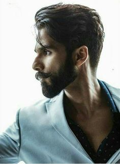 Super hot stylish Featuring cover of November 2017 Mens Hairstyles With Beard, Cool Hairstyles For Men, Latest Hairstyles, Hair And Beard Styles, Haircuts For Men, Long Hair Styles, Trending Hairstyles, Kiara Advani, Bollywood Actors