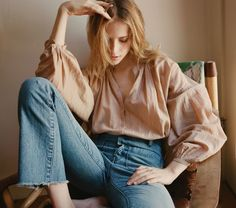 In Soft Cotton Viscose, the DÔEN Jane Blouse is inspired by everyone's favorite muse Jane Birkin. The washed cotton blend is extra soft and the drapey, billowy shape pays homage to the poetic, artisti