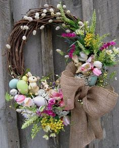 DIY decoration for Easter - rabbit wreath from pussy willow instructions Willow Wreath, Grapevine Wreath, Ornament Wreath, Oster Dekor, Diy Osterschmuck, Diy Easter Decorations, Diy Decoration, Diy Ostern, Diy And Crafts Sewing