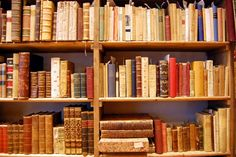 Our selection of the best bookshops in Rome. Rome Bookshops Guide.
