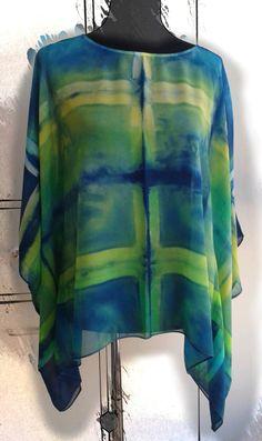 Blusa de seda natural pintada y teñida a mano  por SlowFashionSilk