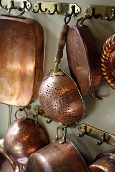 What is the goal? A house that is like the life that goes with it, a house that gives us beauty as. Check out these beautiful copper pots, pans, and vintage copper decorating ideas as well as tips for cleaning copper and copper health benefits. Copper Pans, Copper And Brass, Antique Copper, Copper Utensils, Copper Coin, Copper Accents, How To Clean Copper, French Country Kitchens, French Farmhouse