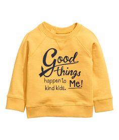 H&M Sweatshirt with Printed Design // boy fashion // athleisure // comfy style // Junior Girls Clothing, H&m Kids, Athleisure Fashion, Kids Branding, H&m Online, Boy Fashion, Boy Outfits, Fashion Online, Graphic Sweatshirt