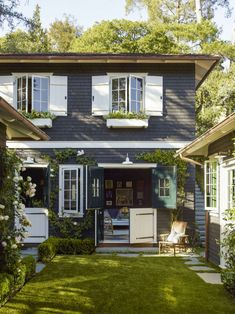 The New American Gothic: 11 Modern Farmhouses with Curb Appeal - Gardenista Farmhouse Design, Modern Farmhouse, Farmhouse Style, Black Exterior, Exterior Colors, Clapboard Siding, Farmhouse Architecture, California Cool, Curb Appeal