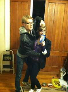 @aliciagauvin: @nbc30rock the bf and I dressed up as Liz Lemon and Dennis Duffy for Halloween last year #30rockelganger