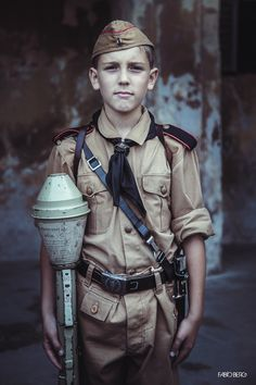 "feldgraugruppe: "" Since we started reenacting, we always had some Hitlerjugend in the group. Here is the latest arrival, Andreas. He is dressed with summer short trousers and brown shirt. He has his HJ knife and a panzerfaust 60. Villa Arconati,..."