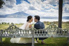 El primer beso no se da con la boca, sino con la mirada. #LuisIbarraWeddingPhotography #FotógrafoDeBodas