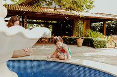 Festa de aniversário de 1 ano da Isabela em Curitiba | Fotografia lifestyle de família em Curitiba Outdoor Furniture, Outdoor Decor, Beach Mat, Outdoor Blanket, Party Buffet, Fotografia, Backyard Furniture, Lawn Furniture, Outdoor Furniture Sets