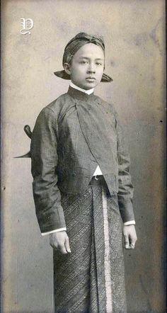 Vintage Photographs, Vintage Photos, Great Photos, Old Photos, Traditional Thai Clothing, Kebaya Wedding, Indonesian Women, Surakarta, Dutch East Indies