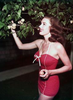 vintagegal: Elaine Stewart c. 1950s - i need this suit