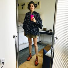 "13.8 mil Me gusta, 118 comentarios - Leandra (Medine) Cohen (@leandramcohen) en Instagram: ""I'm going to miss bedroom selfies when I HAVE NO FURNITURE BECAUSE NO ONE IS HELPING ME FIND ANY"""