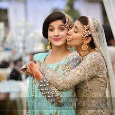 Pakistani actress and her sister look adorable at her sisters wedding. Photography by Bridal Poses, Wedding Poses, Wedding Photoshoot, Photoshoot Ideas, Desi Wedding, Wedding Wear, Wedding Bridesmaids, Islam Wedding, Wedding Bells
