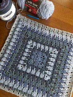 Crochet Granny Square Afghan, Granny Square Crochet Pattern, Afghan Crochet Patterns, Baby Blanket Crochet, Crochet Motif, Crochet Yarn, Free Crochet, Crochet Blankets, Granny Squares
