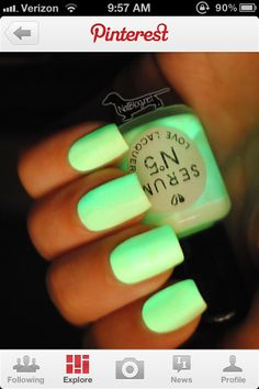 DIY: glow in the dark nail polish !
