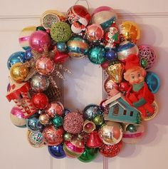 Retro Christmas ornament wreath how to. - gotta share this with my mom, she loves retro christmas things! Christmas Ornament Wreath, Christmas Wreaths To Make, Noel Christmas, Merry Little Christmas, Primitive Christmas, Winter Christmas, Bauble Wreath, Christmas Things, Thanksgiving Holiday