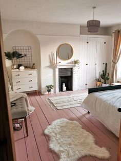 Leanne Lim-Walker is all about beauty underfoot with these pretty pink floorboards in her guest bedroom. For the most part, the rest of the space is white with glints of gold, which lets the floor steal the show. Cute Bedroom Ideas, Cute Room Decor, Room Ideas Bedroom, Home Bedroom, Bedroom Decor, Bedroom Shelves, Bedroom Signs, Bedroom Inspiration, Master Bedroom