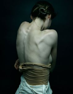 i just love the greyness of this- very Annie Leibovitz